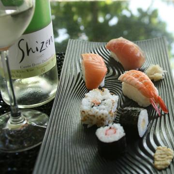 Sushi wijn spijs afbeelding